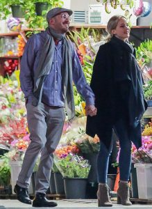 rumors-confirmed-jennifer-lawrence-is-dating-director-darren-aronofsky-2