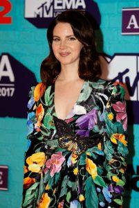 lana-del-rey-at-2017-mtv-europe-music-awards-in-london-11-12-2017-15_thumbnail