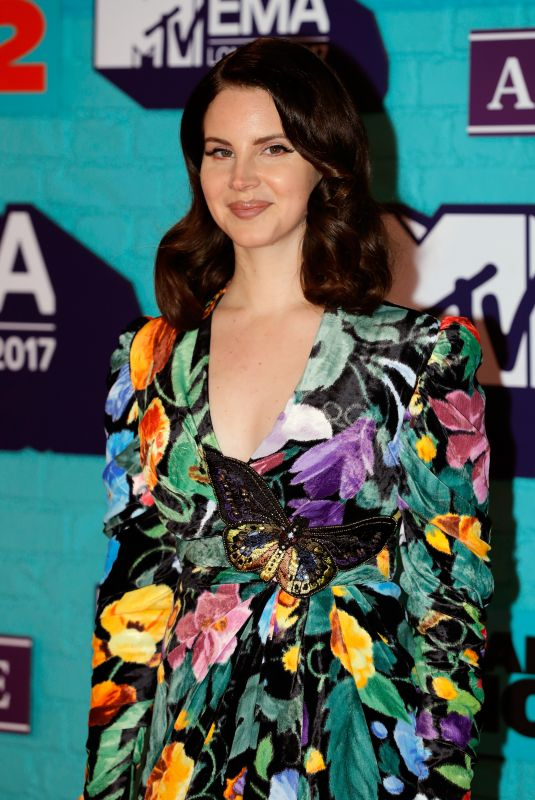 lana-del-rey-at-2017-mtv-europe-music-awards-in-london-11-12-2017-15_thumbnail