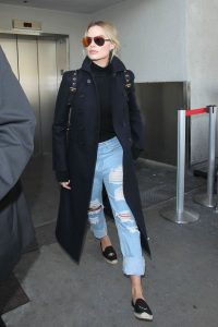 hbz-boyfriend-jeans-margot-robbie-getty