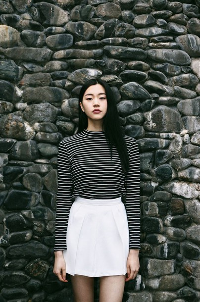 t4wg2j-l-610x610-skirt-striped-turtle+neck-striped+turtle+neck-black+white-white+skirt-summer-minimalist-school-fall+outfits--striped+turtleneck