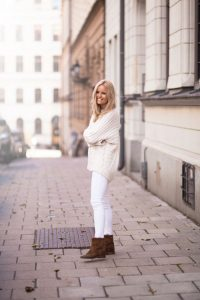 How-to-Wear-White-Jeans-in-Winter-4-700x1050