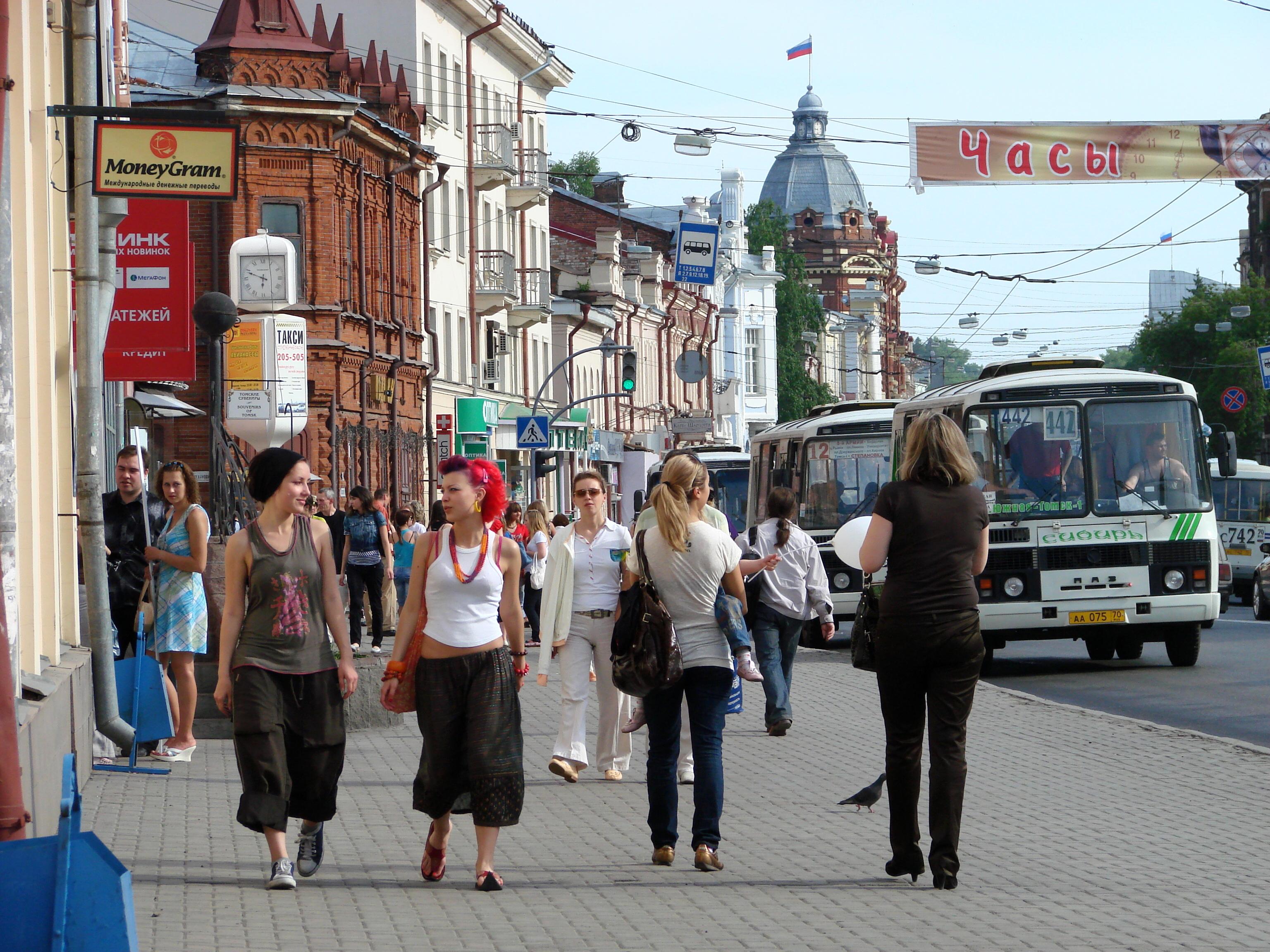 street_scene_in_tomsk_-_russia