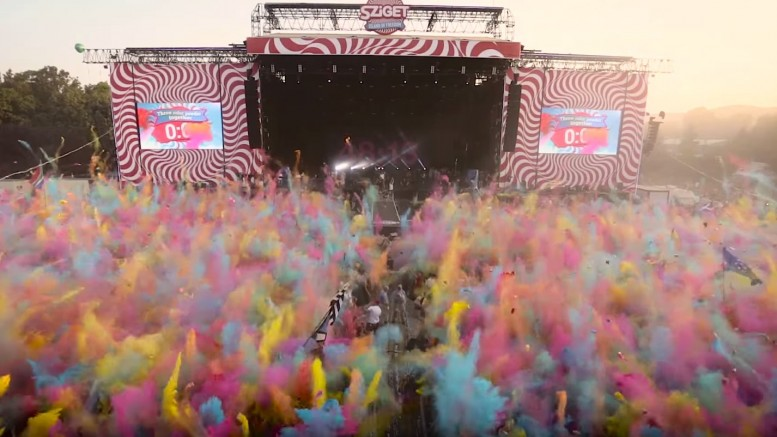 05-Color-party-in-front-of-the-mainstage-777x437