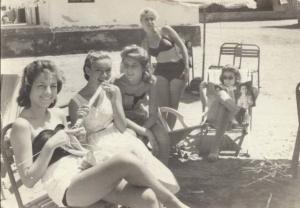 beachgoers1950