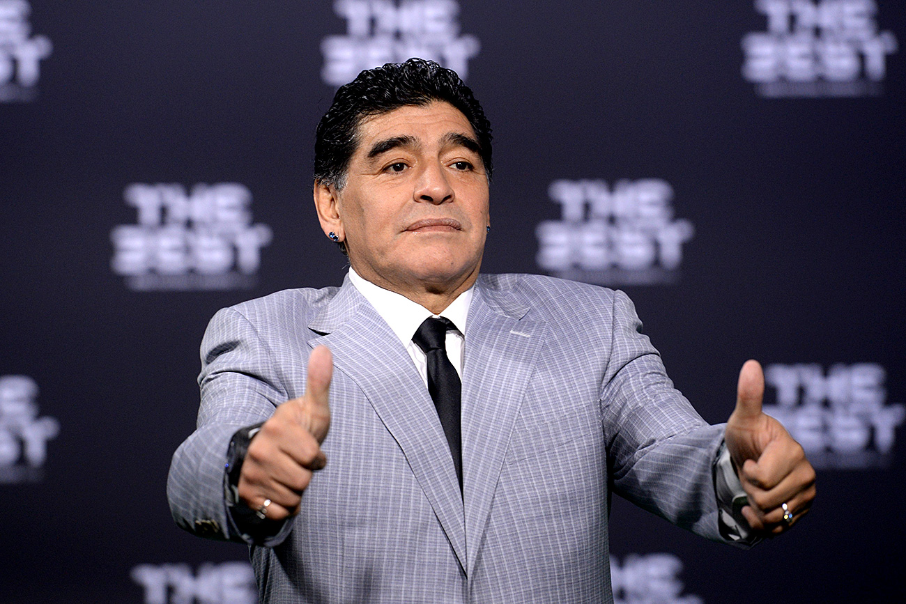Argentinian former footballer Diego Maradona poses on arrival on the green carpet at the FIFA World Players of the Year 2016 gala in Zurich, Switzerland, 9 January 2017. Photo: Patrick Seeger/dpa